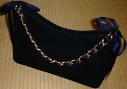 紺のバッグ