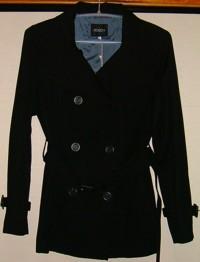 黒のスプリングコート