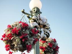 街灯の花飾り