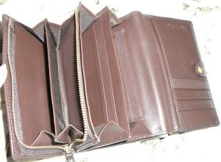 カメリア型押し財布(茶)の中身