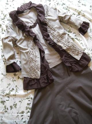 水玉カットソーアンサンブル(ベージュ×焦げ茶)、綿ローン六分袖オーバーブラウス(焦げ茶)とシルク混綿スカート(焦げ茶)