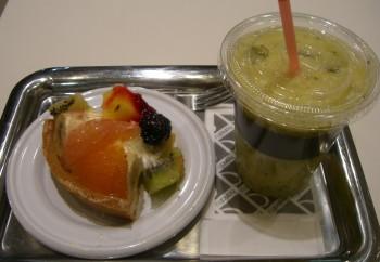 hanafruのタルトとミックスジュース