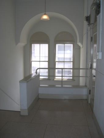 ストロングビル2階