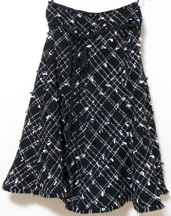 モノトーンチェックひざ下丈スカート(黒)