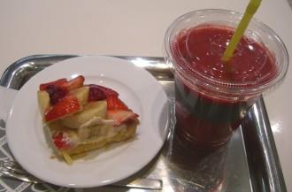 hanafruのタルトとフルーツジュース